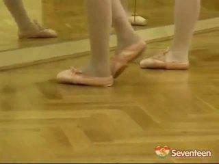 적법한 나이 teenagerage ballet 소녀