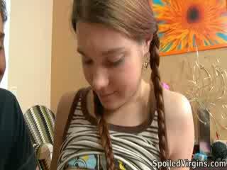 Nina liked hoe de dekhengst playeed met haar tepels.