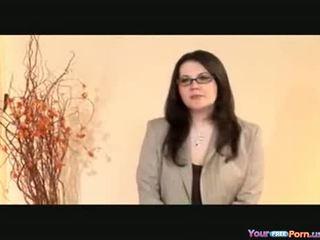 Karštas mama explains the varpa