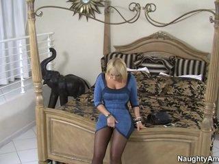 Oustanding rack blonde female mellanie monroe bas