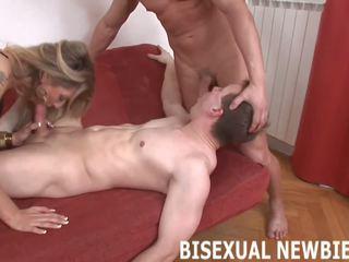 Embrace jums biseksuāli sānu un zīst daži dzimumloceklis: bezmaksas porno 92