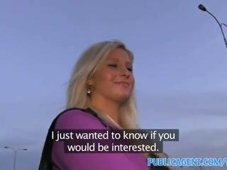Publicagent curvy blondýnka accepts pohlaví pro peníze nabídka na autobus stop