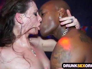 Slutty euro ragazze scopata in il club