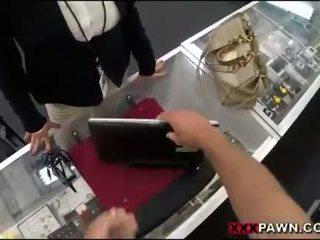 Великий цицьки жінка screwed вгору по pawnkeeper