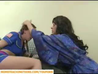 Ibu seducing budak lelaki dan remaja gadis scout