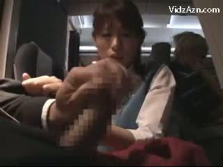 Stewardes a assistir como passenger a masturbar giving punhetas broche em o airplane