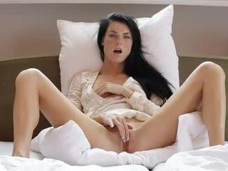 Édes lány margot masturbates neki punci