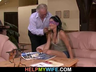 Vicious żona gets fucked w przedni z jej mąż