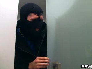 Yo lured un ladrona nearby mi gigante tetas
