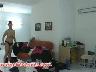 Chavala con enorme tetas en camerino