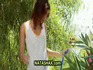 Natasha kautrīga mitra tshirt uz homosexuals