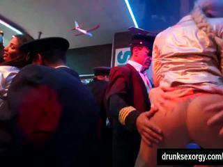 समूह सेक्स, नंगा नाच, पार्टी