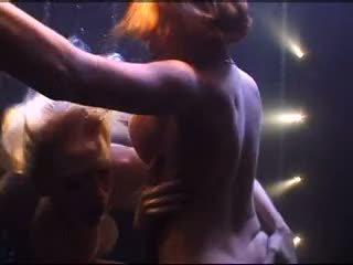 lesbiete, baseins, pornozvaigžņu
