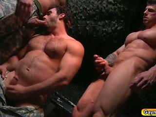 Bunker anální souložit homosexuální trojice
