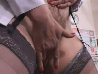 Groot tieten harig rijpere leraar masturbation pt1