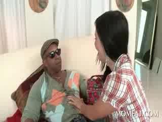 Slutty housekeeper blowing অতিকায় কালো cocks এ বাড়ি