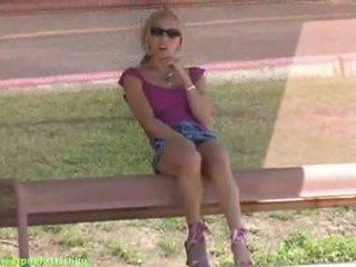 Kylie kails spēlēt pie autobuss apstāties