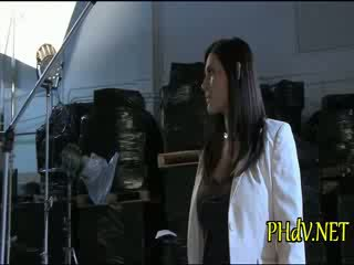Two meitenes are having jautrība