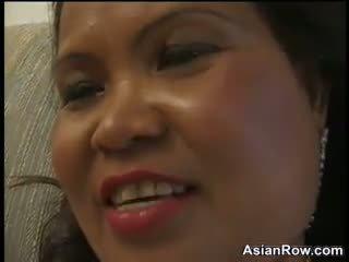 Thick dhe moshë e pjekur aziatike wants një e zezë kokosh
