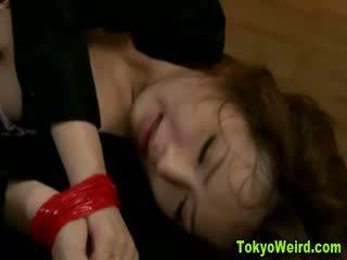 Japans meisje reluctantly geneukt hard