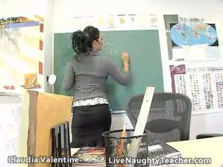 Het brunett läraren i mini kjol och svart underkläder
