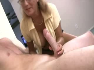 Milf helps babes to discover their sexuality