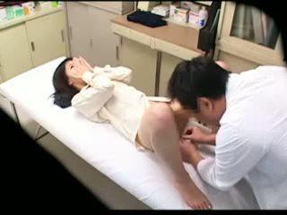 Spycam pervertiert doktor uses jung patient 02