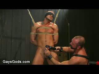Tied hasta y ojos vendados gay gets su rabo vibed