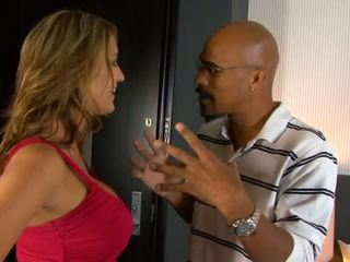Trina michaels sucks কালো বাড়া এবং eats কাম মধ্যে বিছানা পরে stripping