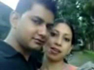 Sylheti mergaitė rodantis krūtys ir naval į lover: nemokamai porno 2a