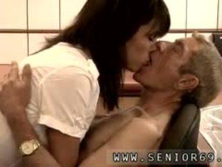 Naken tonårs pojke och gammal lady film dokter petra är testing den