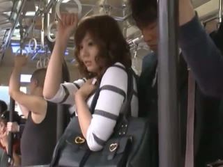 Yuma เป็น getting บน the subway ไปยัง ไป บ้าน