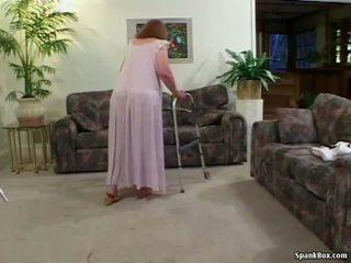 Bunicuta loses ei dantură în timp ce sugand, porno 31