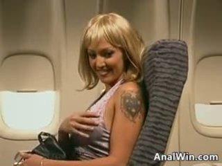 Stewardess anaal neuken op de plane