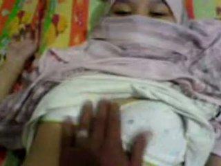 Asia gadis di hijab meraba & preparing untuk memiliki seks