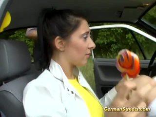 Vācieši lelle loves being picked augšup video