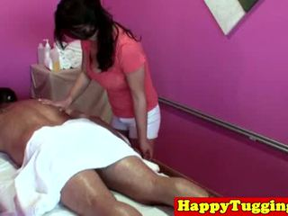 I madh titted aziatike tugging masseuse