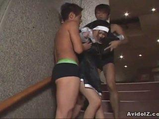 Japoniškas mažutė priverstinis į žįsti varpa uncensored