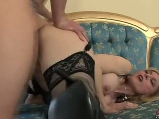 Bitchy kaakit-akit momma nina hartley acquires awesomely attacked by a titi from behind
