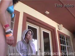 Fetišs spring pārtraukums ballīte meitenes vāvere object stuffing dzerošas