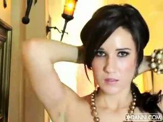 Mamalhuda morena miúda erin avery strips e flashes dela sexy corpo