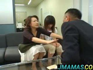 Miki yoshii και μαμά mouths πατήσαμε με men