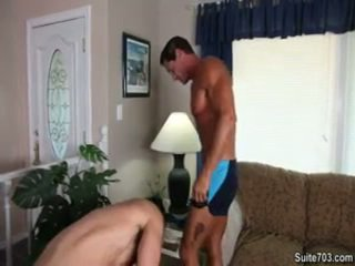 Absoluut ripped built guy takes orde