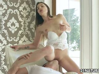 brunete, doggystyle, orgasmu