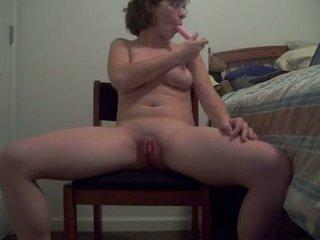 Ošklivý fena s horký tělo puts a dildo nahoru ji prdel