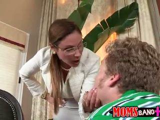 Matrigna gets arrabbiato e punishes adolescenza