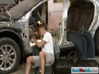 מכונית mechanic מוצצת ענק darksomesome זין על ידי hardonjob