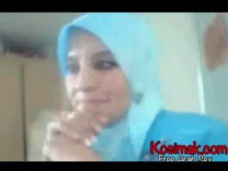 Arab hijab πόρνη επί web κάμερα παρουσίαση αυτήν βυζιά και pus