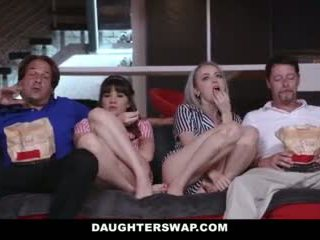Daughterswap - 青少年 欺騙 成 他媽的 爸爸 最好的 朋友