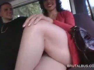 Sinnlich brünette talked in having sex für bargeld